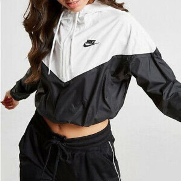 Nike Cropped Half Zip Windbreaker